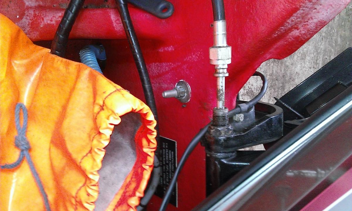 Click image for larger version  Name:Steering cable nut loosened.jpg Views:95 Size:133.7 KB ID:105434