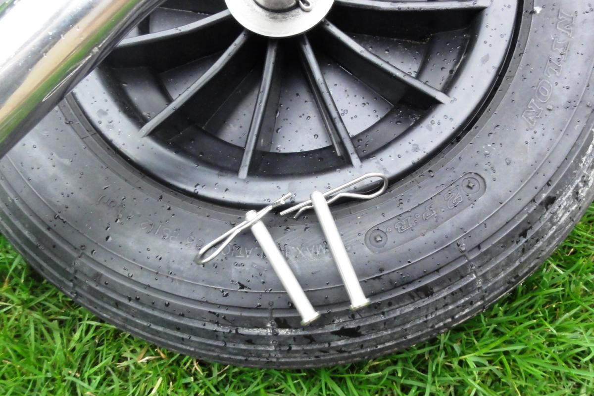 Click image for larger version  Name:Transom wheel pins.jpg Views:73 Size:145.1 KB ID:111593