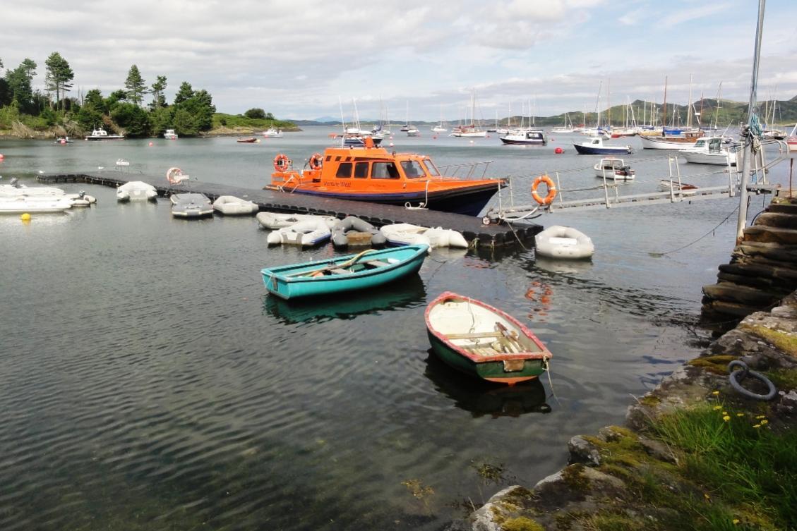 Click image for larger version  Name:Venture West pontoon.jpg Views:92 Size:122.8 KB ID:115438