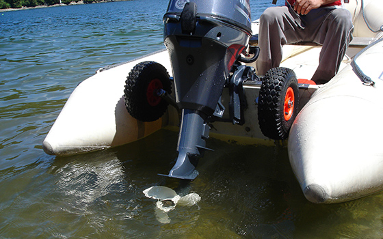 Click image for larger version  Name:flip_up_boat_launching_wheels.jpg Views:30 Size:139.2 KB ID:127729