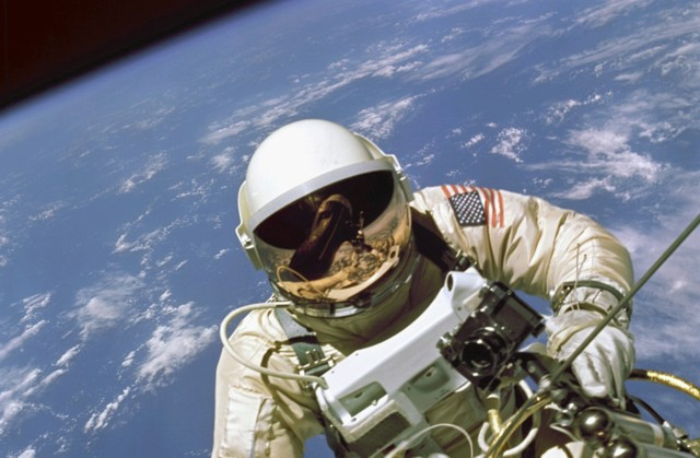 Click image for larger version  Name:spacewalk2.jpg Views:90 Size:68.6 KB ID:13858
