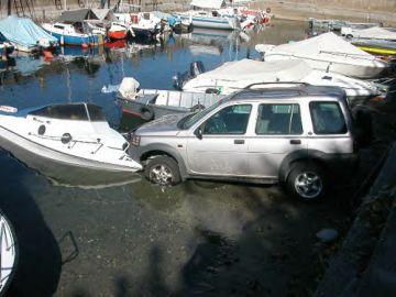 Click image for larger version  Name:2981car_boat_crash.jpg Views:106 Size:22.0 KB ID:14234