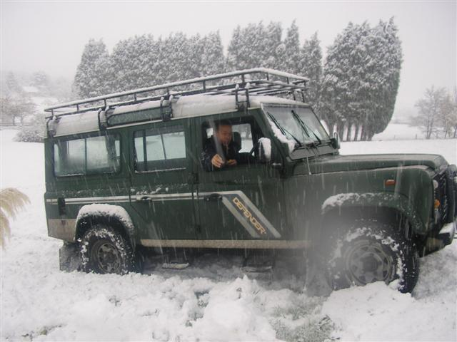 Click image for larger version  Name:landy in snow (Small).jpg Views:132 Size:50.8 KB ID:16021