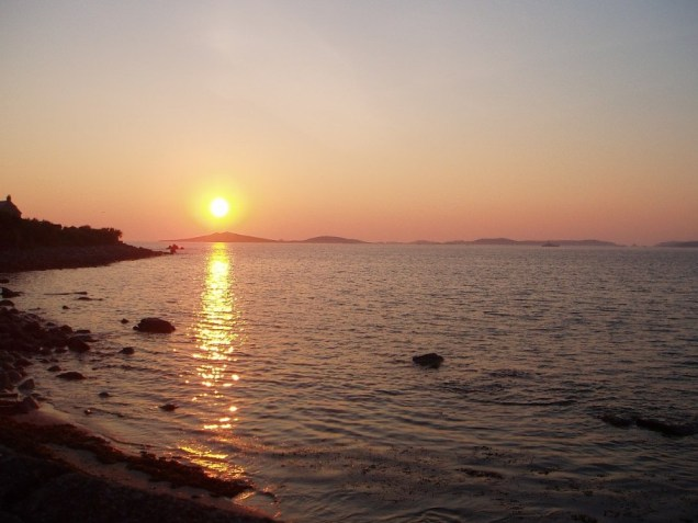 Click image for larger version  Name:sunset1.jpg Views:146 Size:58.7 KB ID:16455