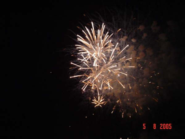 Click image for larger version  Name:Cowes fireworks 032 (Small).jpg Views:89 Size:22.1 KB ID:16654