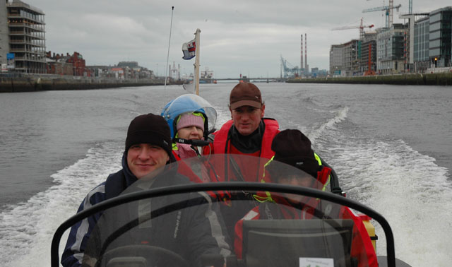 Click image for larger version  Name:Cruising the Liffey 26.12.05.jpg Views:169 Size:73.5 KB ID:16844