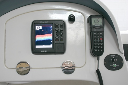 Click image for larger version  Name:glove box [closed] showing fish finder ss.jpg Views:101 Size:47.8 KB ID:17402