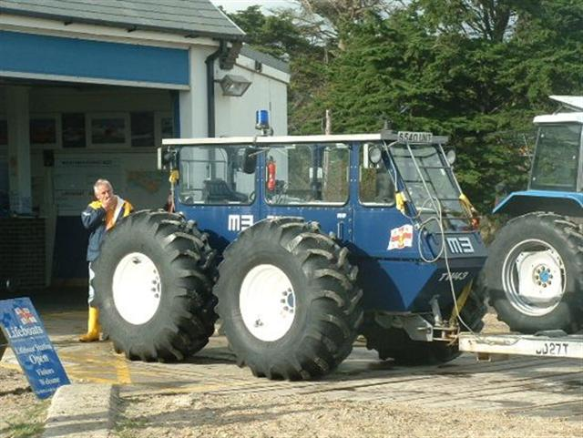 Click image for larger version  Name:tractor (Small).jpg Views:140 Size:73.3 KB ID:17838