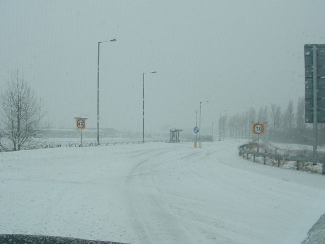 Click image for larger version  Name:2006_0226snow0059.JPG Views:115 Size:33.5 KB ID:17875