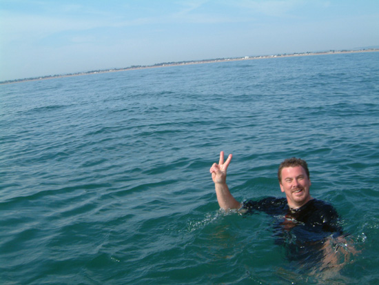 Click image for larger version  Name:les swimming off hayling island.jpg Views:358 Size:96.6 KB ID:2546