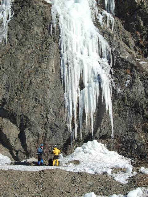 Click image for larger version  Name:Ak Ice Climbers.JPG Views:157 Size:107.7 KB ID:25485