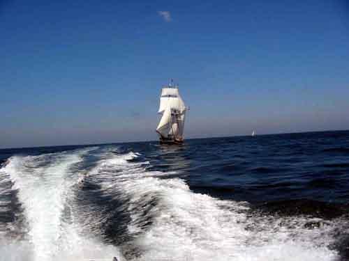 Click image for larger version  Name:sailing ship.jpg Views:145 Size:14.7 KB ID:2571