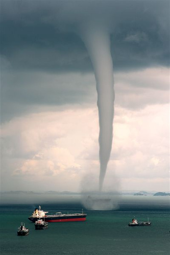 Click image for larger version  Name:waterspout.jpg Views:317 Size:42.0 KB ID:28681