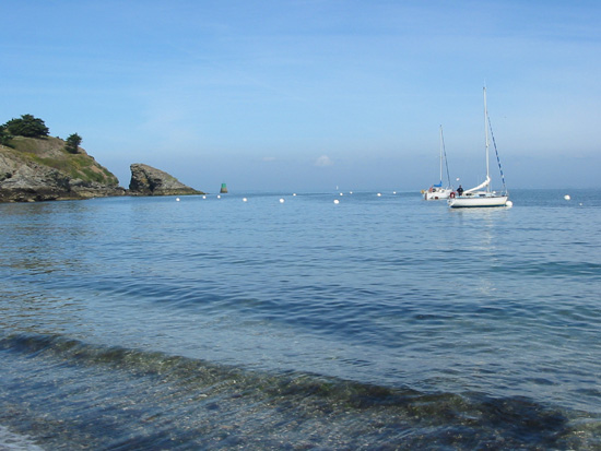 Click image for larger version  Name:yacht in bay.jpg Views:200 Size:80.5 KB ID:3063