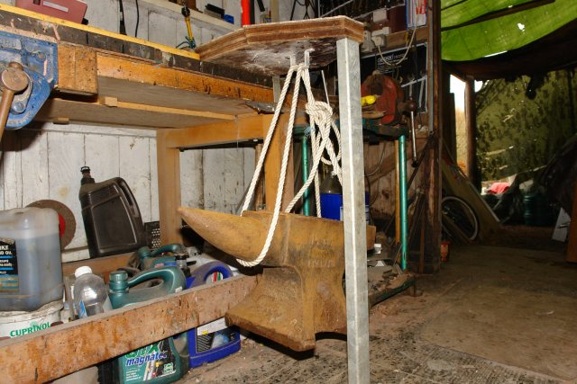 Click image for larger version  Name:Anvil hanging x540.jpg Views:171 Size:74.4 KB ID:32490