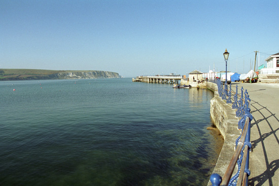 Click image for larger version  Name:swanage pier 2003small.jpg Views:199 Size:84.6 KB ID:3404