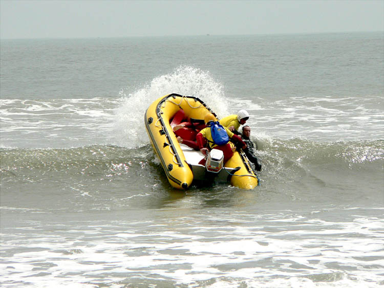 Click image for larger version  Name:Surf Rescue 2.JPG Views:287 Size:73.2 KB ID:34813