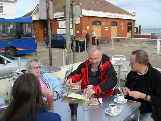 Click image for larger version  Name:cowes_lunch.jpg Views:445 Size:73.6 KB ID:3546