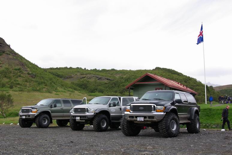 Click image for larger version  Name:Resize%20of%20Big%20Jeeps.JPG Views:151 Size:106.3 KB ID:36555