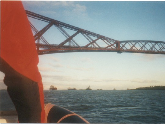 Click image for larger version  Name:bridge and boats 2.jpg Views:301 Size:42.2 KB ID:416