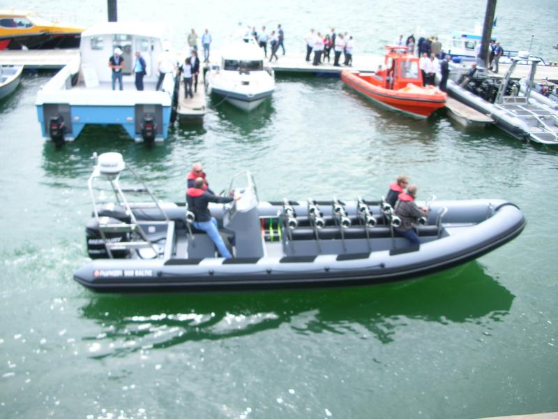 Click image for larger version  Name:Seawork 2009 017.jpg Views:97 Size:67.3 KB ID:43409