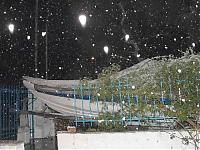 Click image for larger version  Name:snow boat 2100 feb 12 2004.jpg Views:387 Size:38.5 KB ID:4341