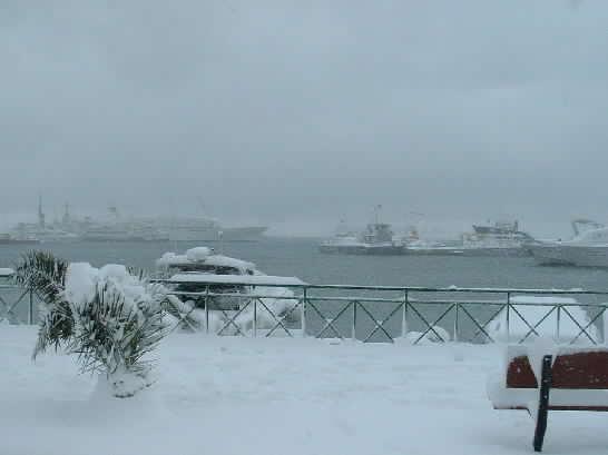 Click image for larger version  Name:lavrion port entrance.jpg Views:199 Size:14.5 KB ID:4355