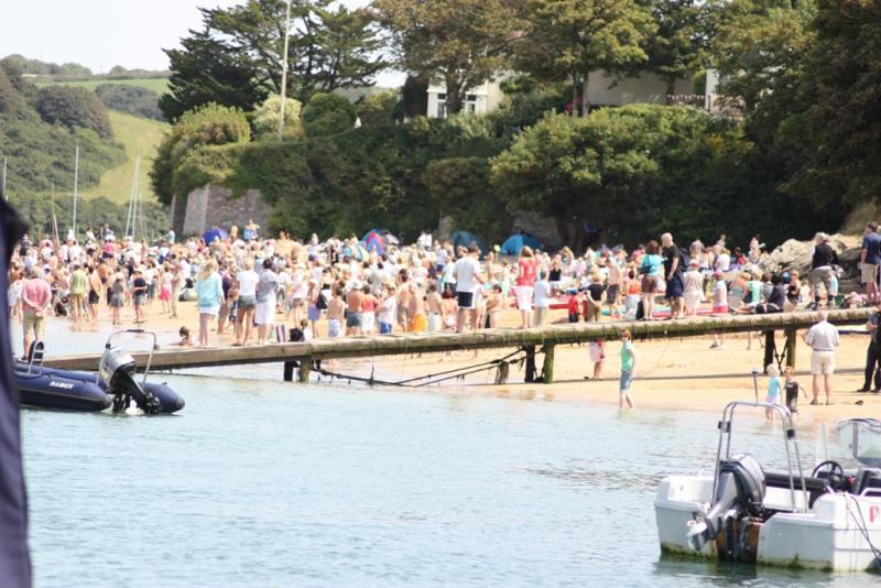 Click image for larger version  Name:Beach Crowd M 625.jpg Views:82 Size:83.9 KB ID:44819