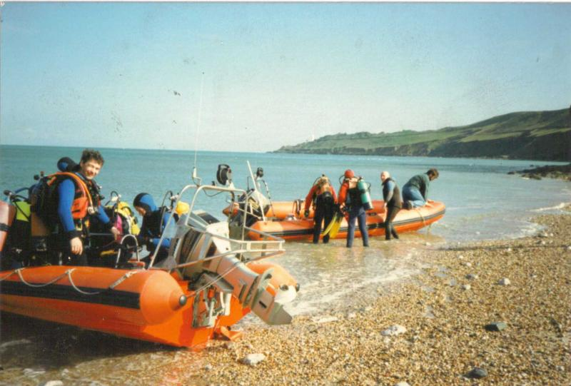 Click image for larger version  Name:loading boats on beach.jpg Views:123 Size:65.8 KB ID:46003