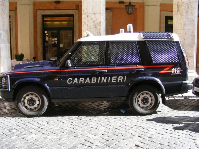 Click image for larger version  Name:Carabinieri_Land_Rover (Large).jpg Views:106 Size:88.9 KB ID:46022