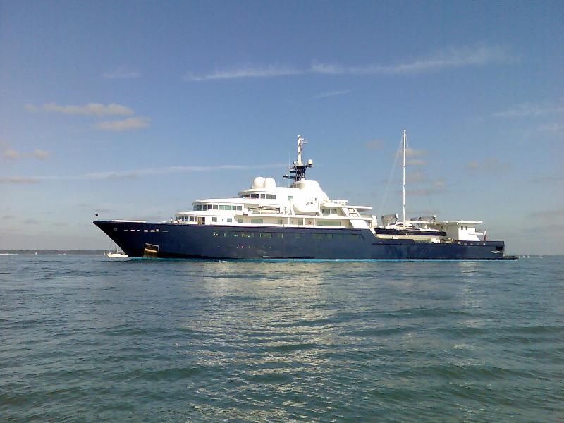 Click image for larger version  Name:Luxury yacht and sunken boat rescue 002.jpg Views:144 Size:66.5 KB ID:46075