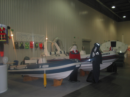 Click image for larger version  Name:warsaw boat show 2004 001.jpg Views:242 Size:94.9 KB ID:4776