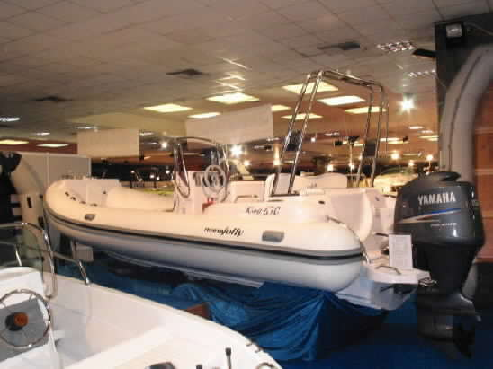 Click image for larger version  Name:nuova jolly athens spring 2004 boat show0019.jpg Views:261 Size:23.6 KB ID:4889