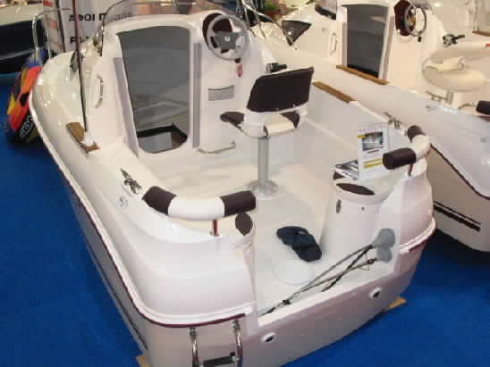 Click image for larger version  Name:quick silver drowning in style athens spring 2004 boat show0055.jpg Views:264 Size:22.6 KB ID:4891