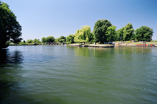 Click image for larger version  Name:thames small.jpg Views:512 Size:108.8 KB ID:5067