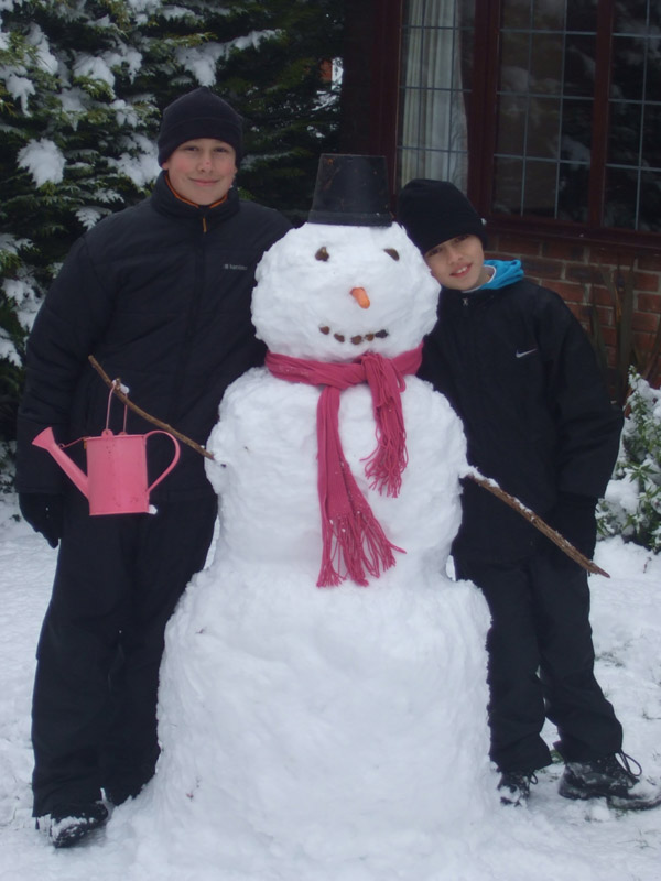 Click image for larger version  Name:snowman.jpg Views:114 Size:108.0 KB ID:56117