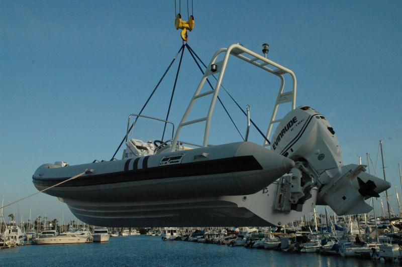 Click image for larger version  Name:Haproon on hoist - stern quarter view.jpg Views:187 Size:50.8 KB ID:57757