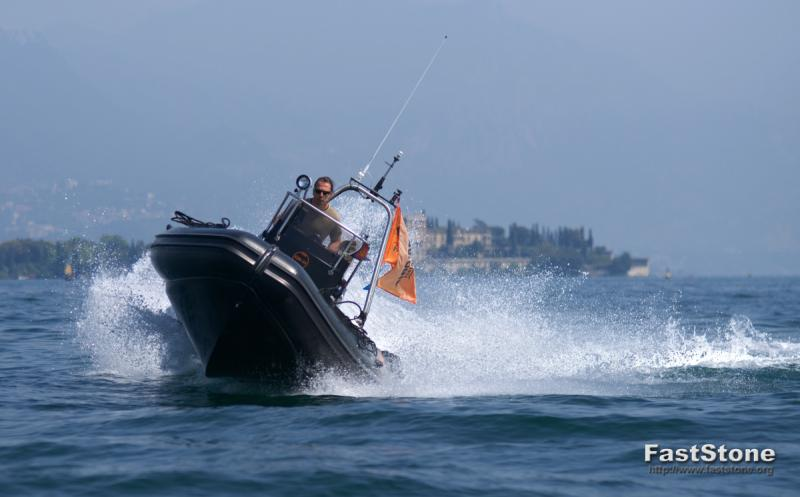 Click image for larger version  Name:Garda_2011_gommone_013.jpg Views:116 Size:40.3 KB ID:59375