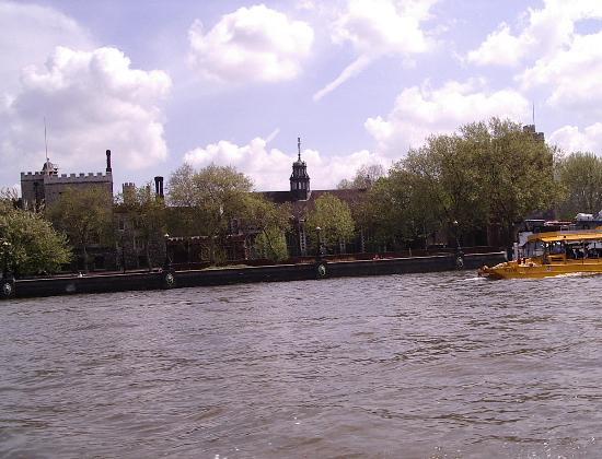 Click image for larger version  Name:boatthames 004.jpg Views:361 Size:45.9 KB ID:6066