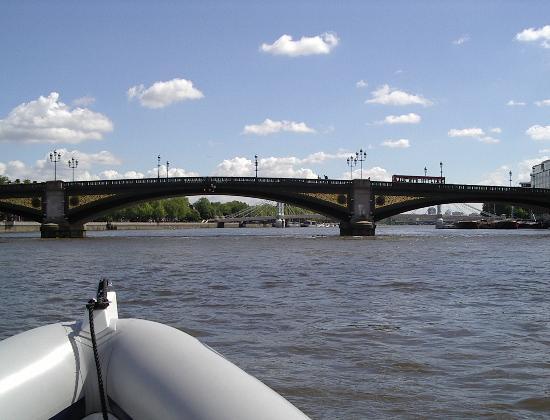 Click image for larger version  Name:boatthames 008.jpg Views:374 Size:35.4 KB ID:6068