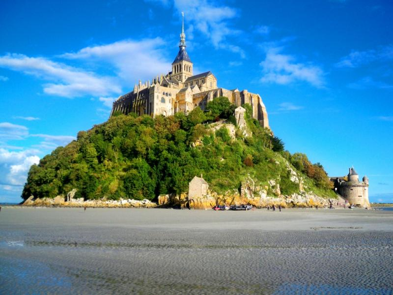 Click image for larger version  Name:Boats at Mont St. Michel.jpg Views:106 Size:74.3 KB ID:62195
