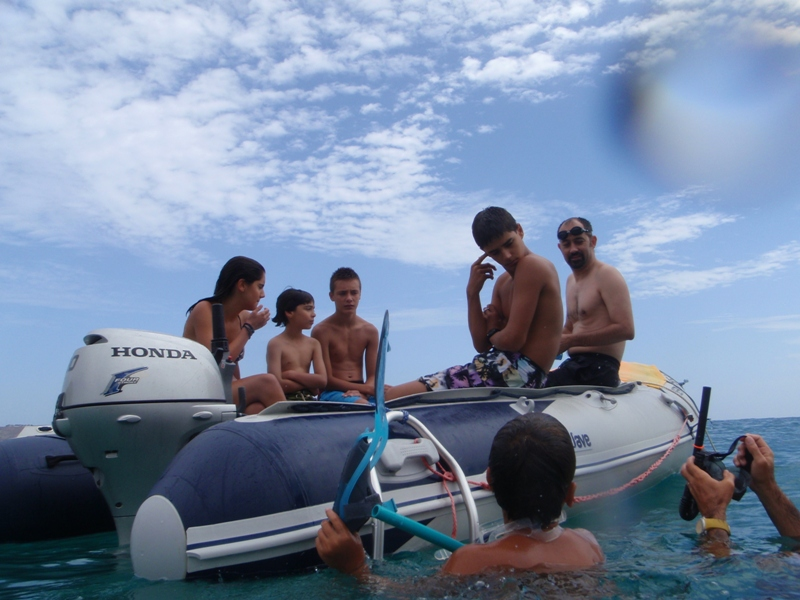 Click image for larger version  Name:Crowdedboat.jpg Views:389 Size:223.0 KB ID:62929