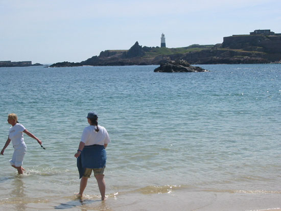 Click image for larger version  Name:Ald Kathryn & Louise paddling.JPG Views:396 Size:49.2 KB ID:6370