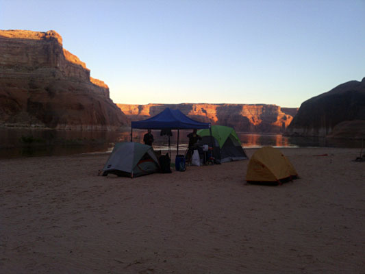 Click image for larger version  Name:lake-powell-sunset.jpg Views:124 Size:27.5 KB ID:63852