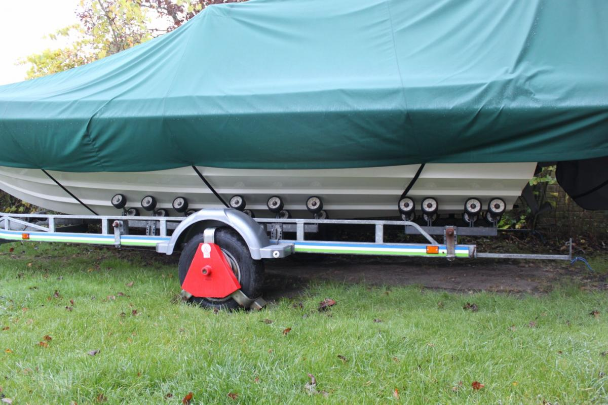 Click image for larger version  Name:Trailer Rollers 001 [1600x1200].jpg Views:119 Size:133.8 KB ID:73592