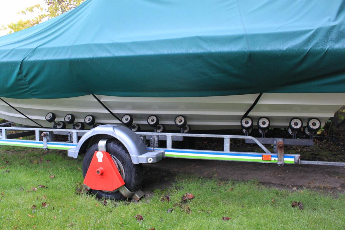 Click image for larger version  Name:Trailer Rollers 004 [1600x1200].jpg Views:115 Size:121.5 KB ID:73593