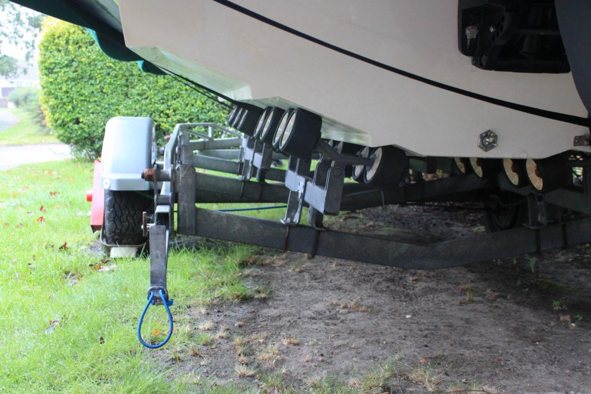 Click image for larger version  Name:Trailer Rollers 003 [1600x1200].jpg Views:117 Size:132.2 KB ID:73594
