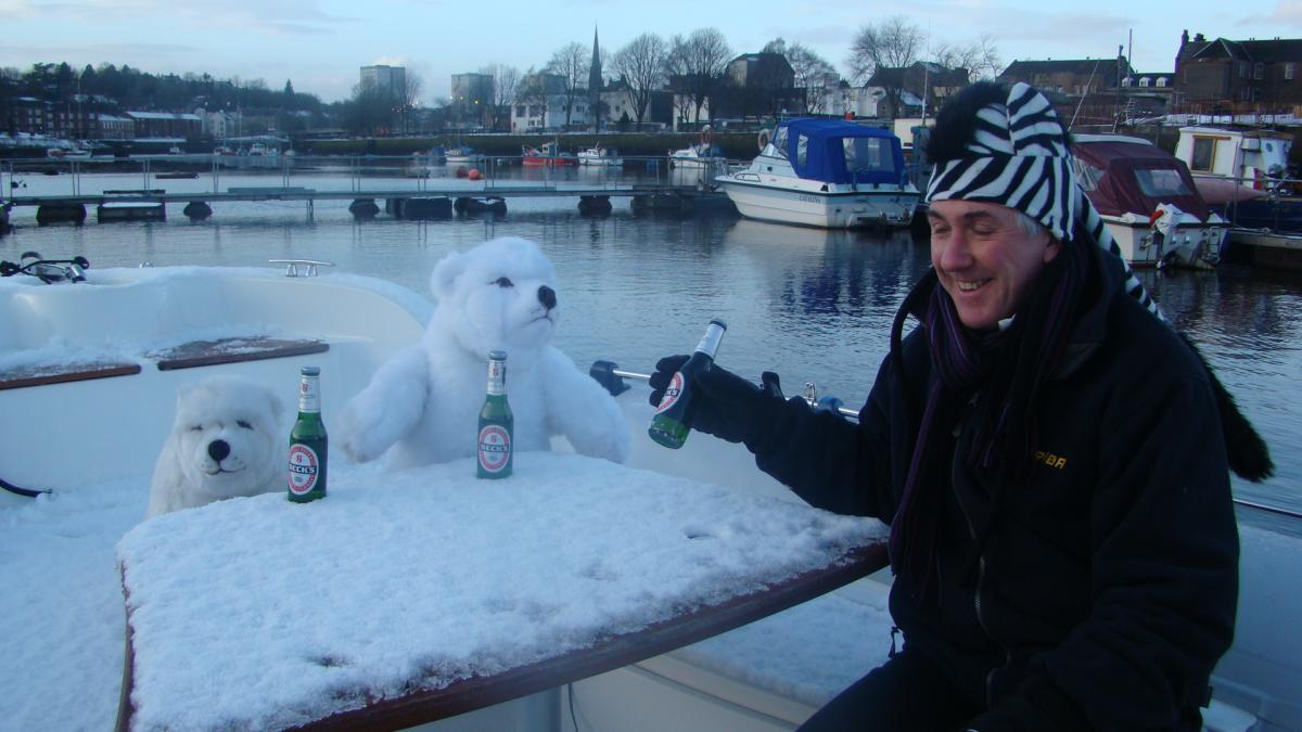 Click image for larger version  Name:polar bears 2010.jpg Views:114 Size:91.8 KB ID:74133