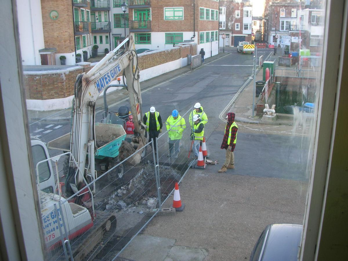 Click image for larger version  Name:workmen.jpg Views:227 Size:161.7 KB ID:74653
