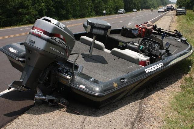 Click image for larger version  Name:Livingston - boat came off trailer on highway.jpg Views:277 Size:111.0 KB ID:74861